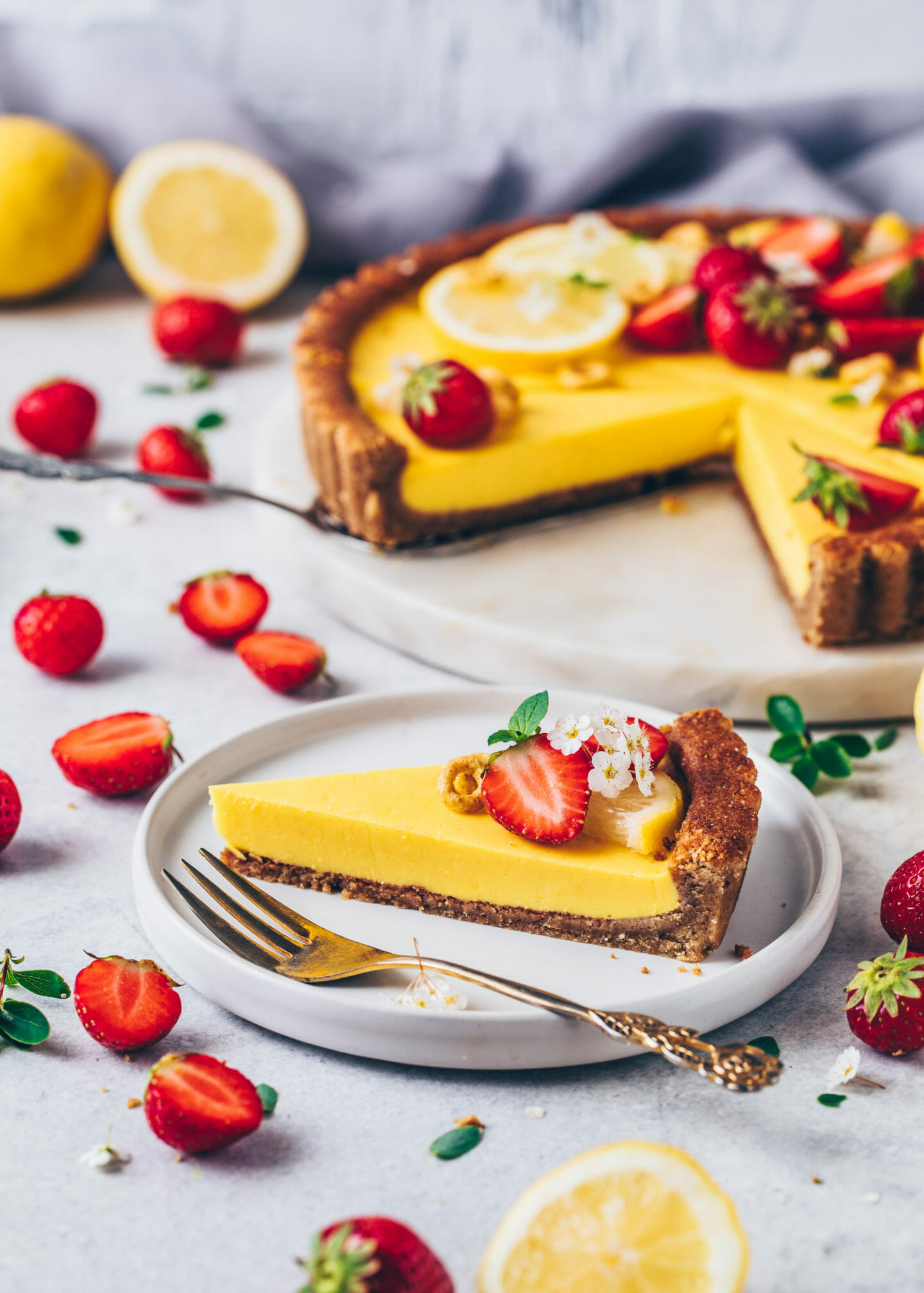 Lemon Tart Pie with Strawberries