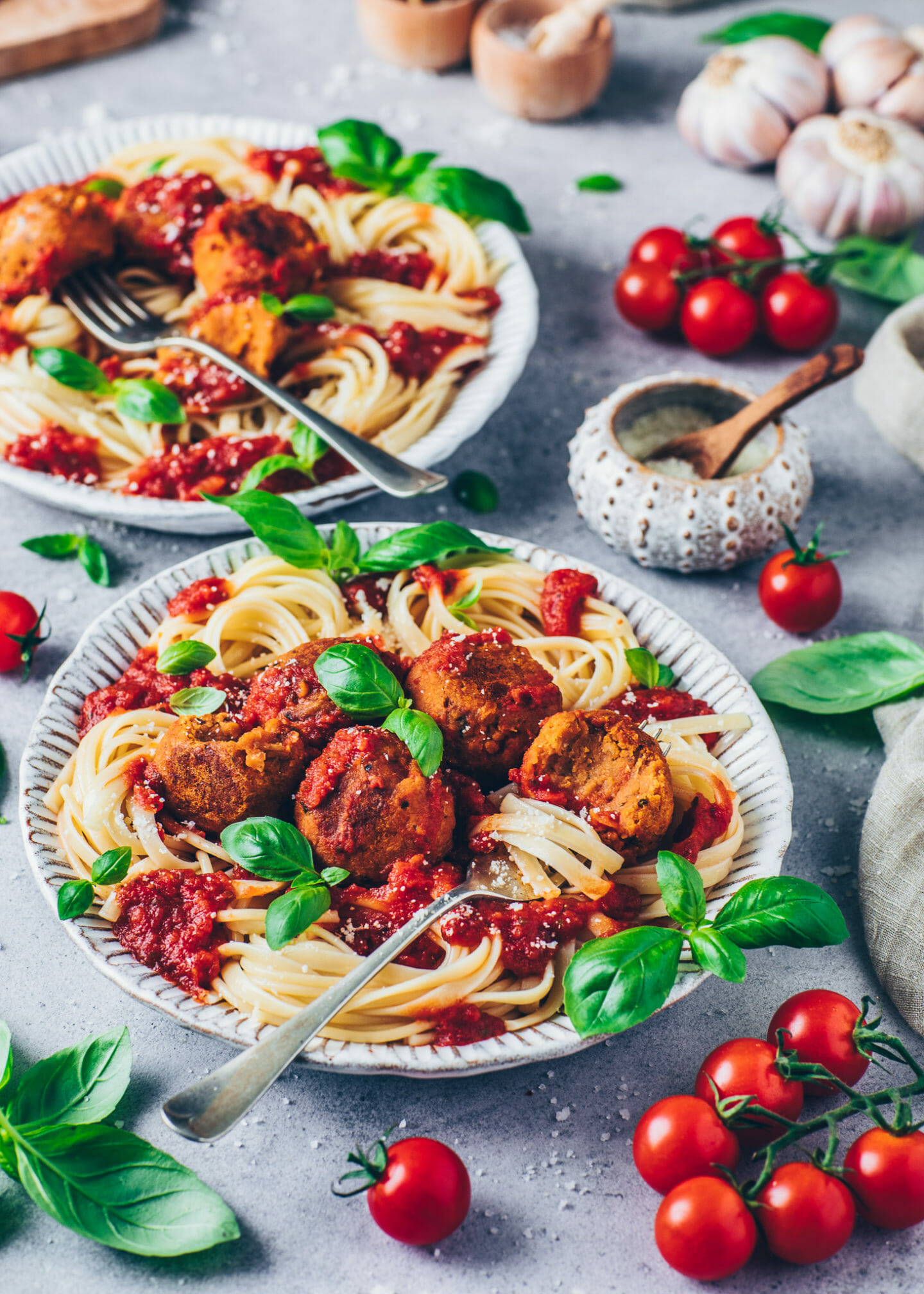 spaghetti with vegan meatballs and tomato sauce