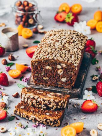 Dattel Nuss Brot Kuchen mit Karotten