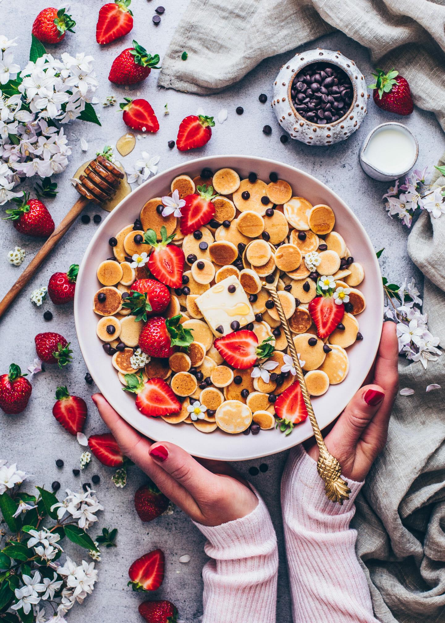 Pancake Cereal Mini Pancakes mit Erdbeeren (Food Fotografie)