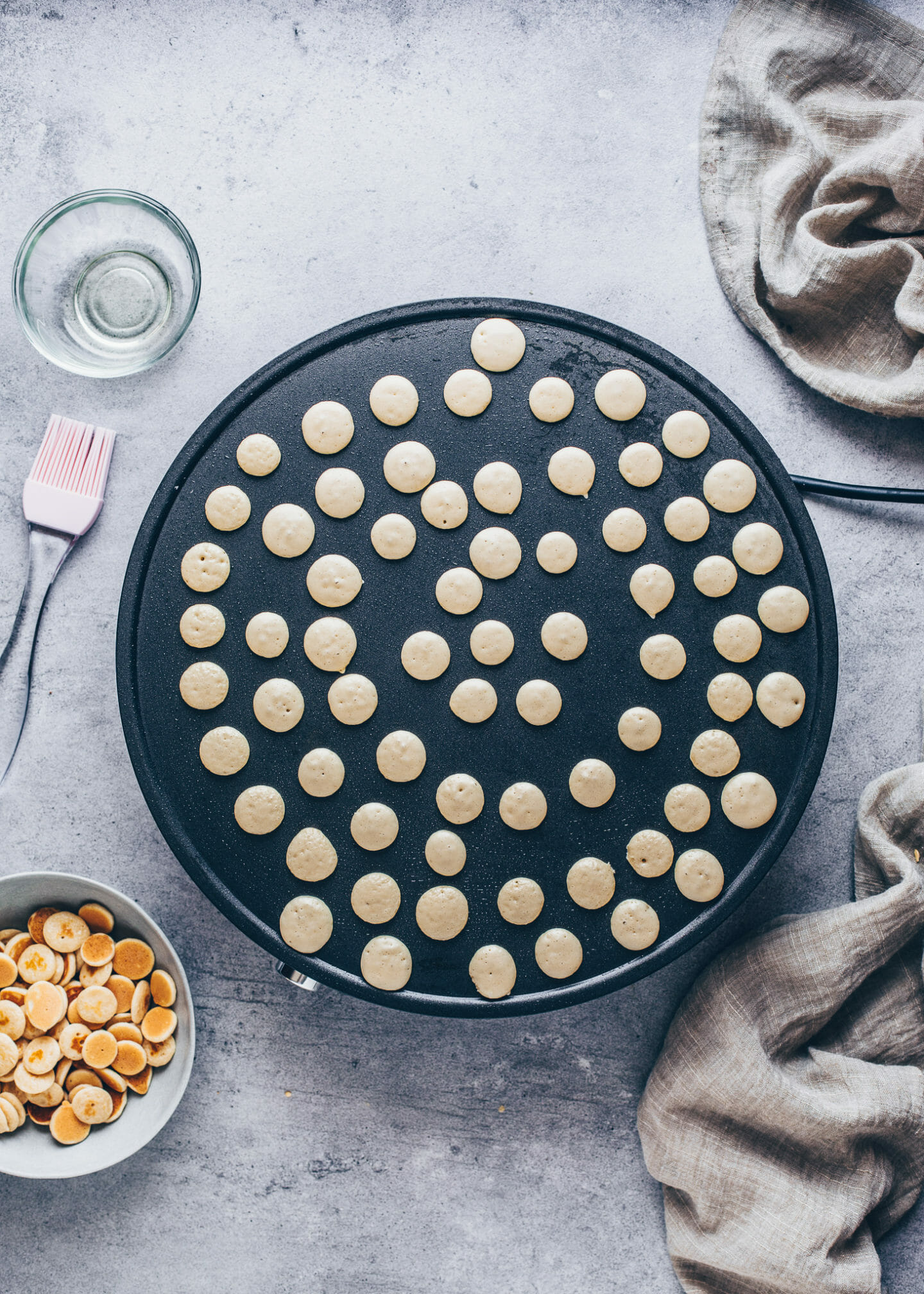 Pancake Cereal, Mini Pancakes auf dem Crêpes-Maker