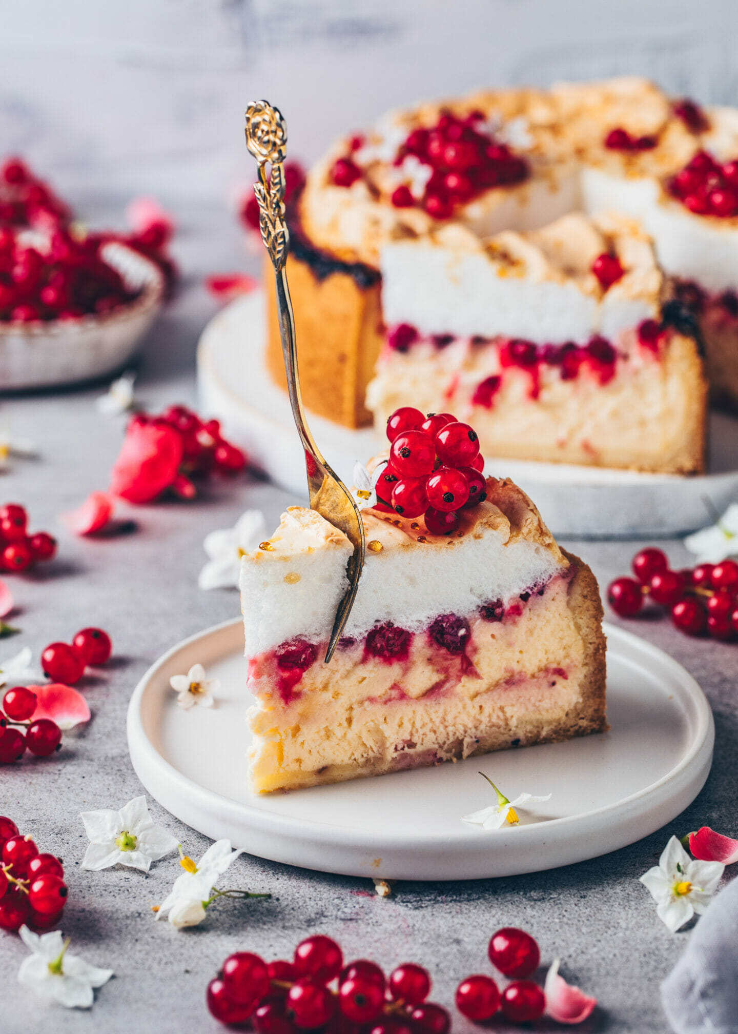 Meringue Cheesecake with Red Currants
