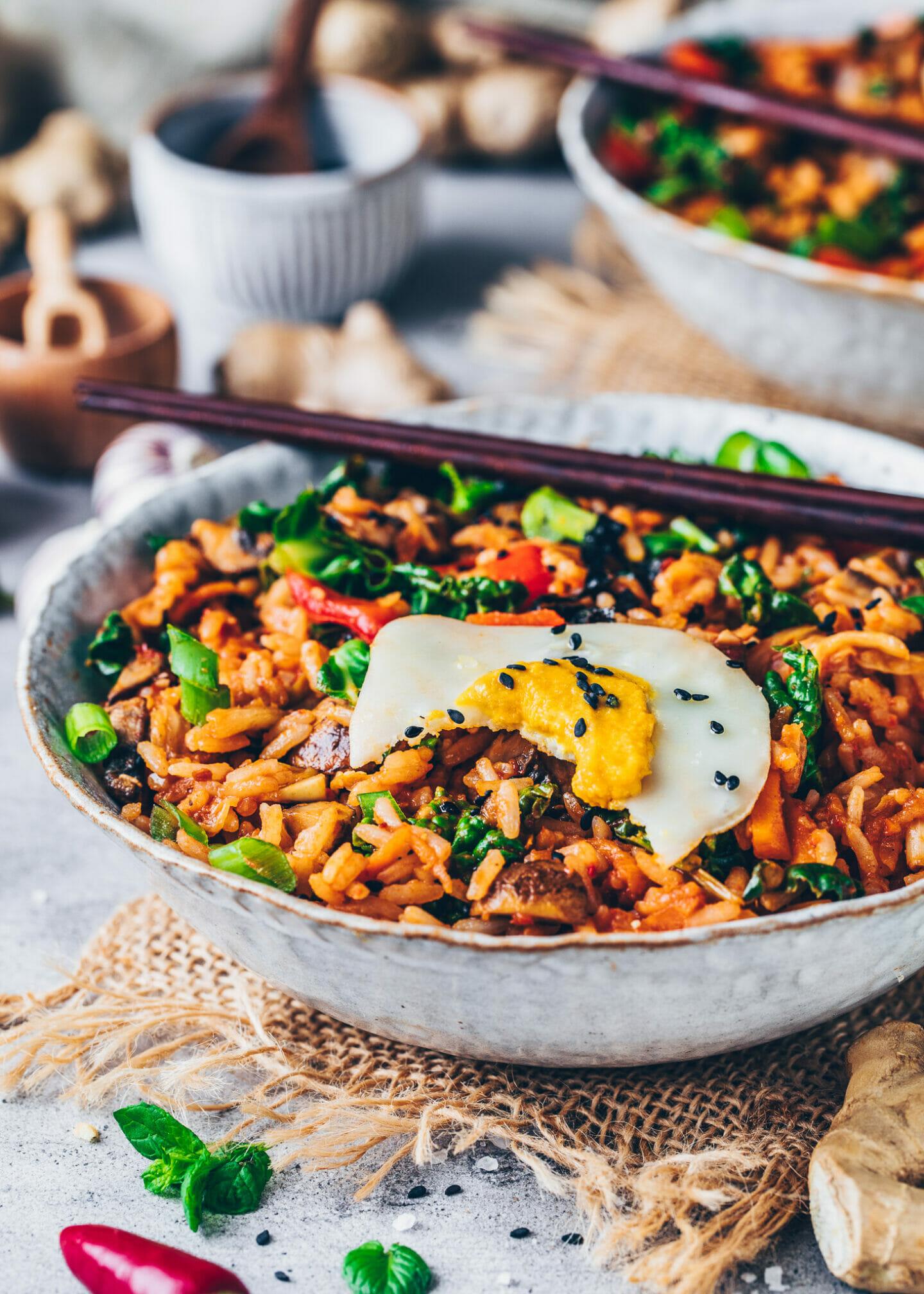 Gebratener Reis mit veganem Spiegelei