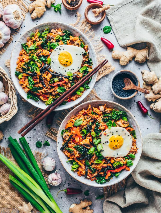 Gebratener Kimchi Reis mit veganem Spiegelei