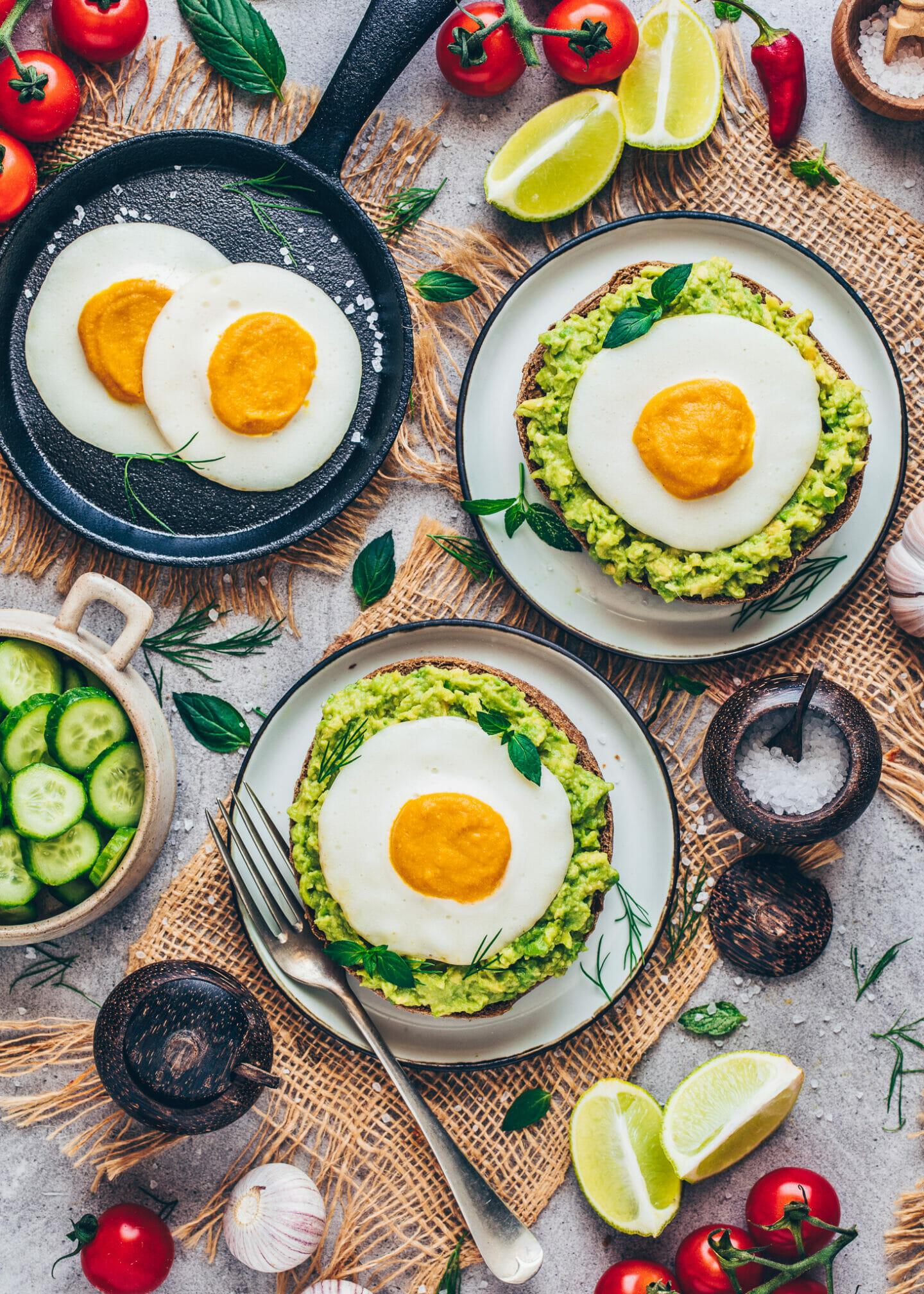 Vegane Spiegeleier mit Avocado