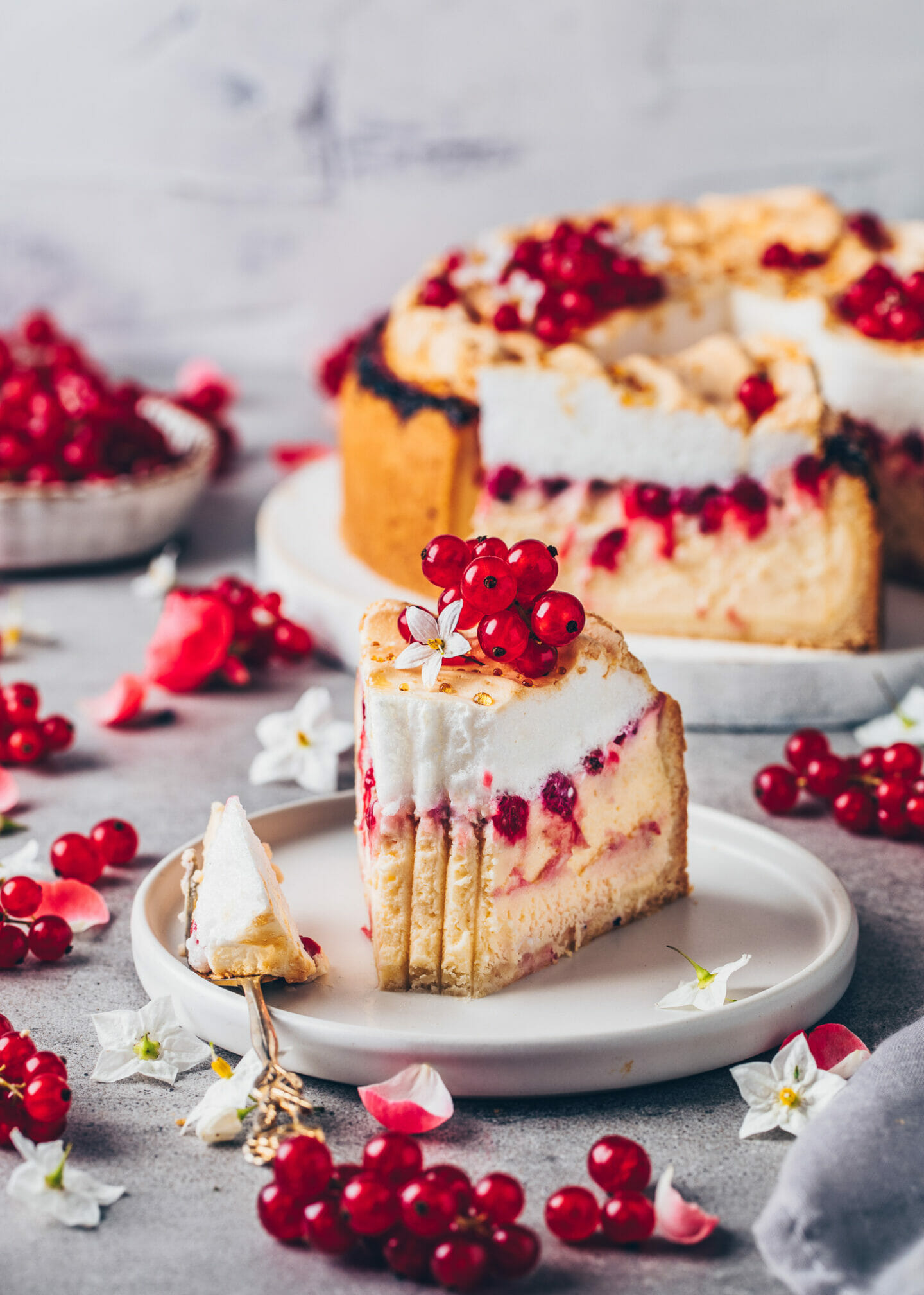 Vegan Meringue Cheesecake with Berries