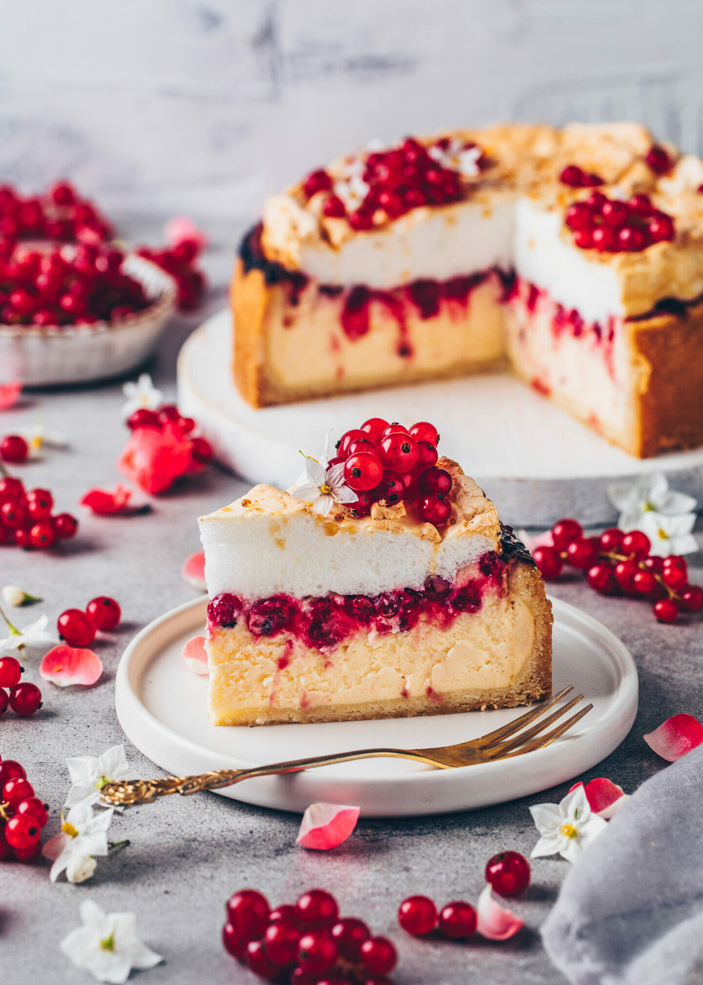 Vegan Meringue Cheesecake with Red Currants