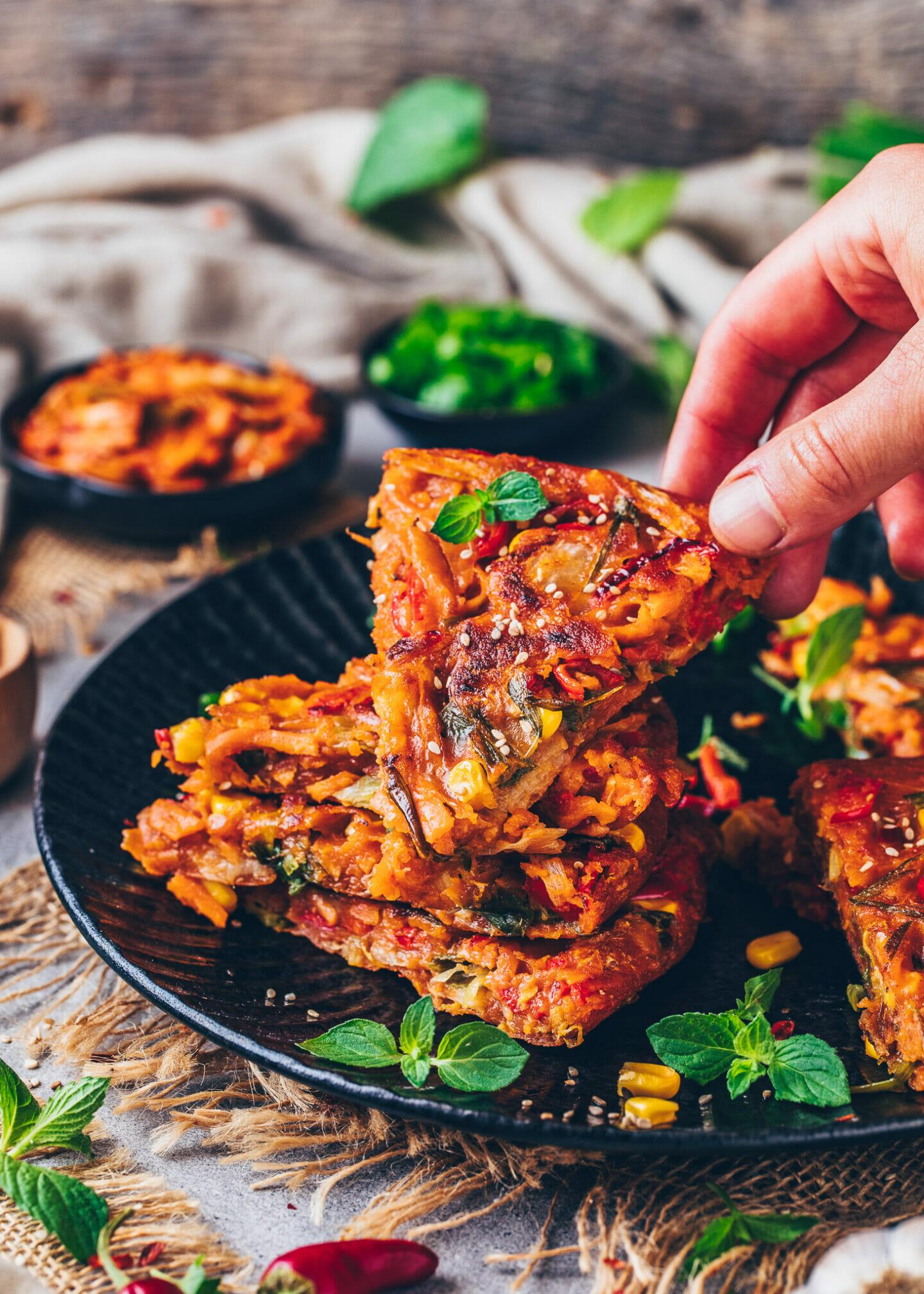 Vegane Kimchi Pfannkuchen mit Gemüse (Kimchijeon)