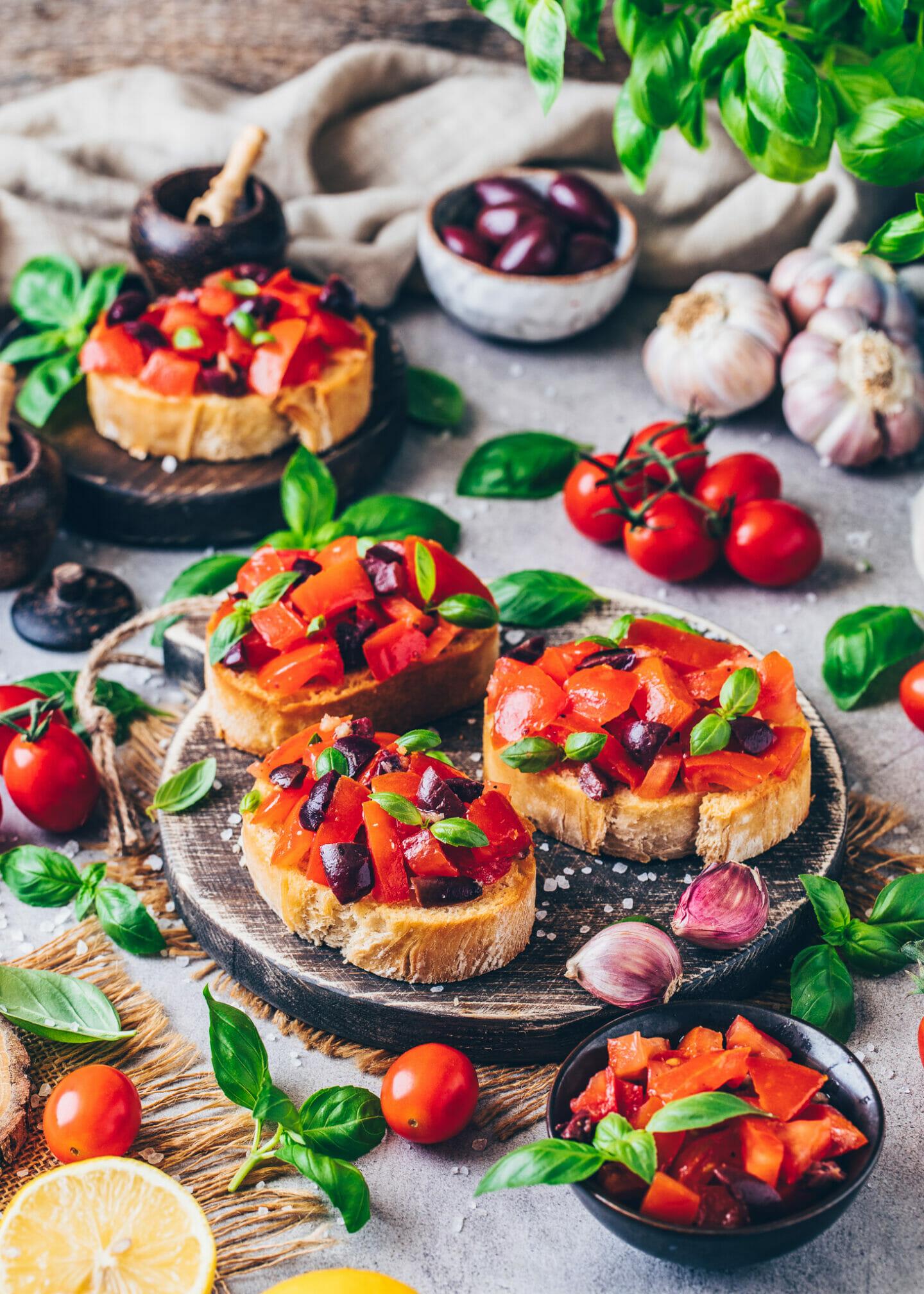 Tomaten-Knoblauch-Bruschetta mit Basilikum