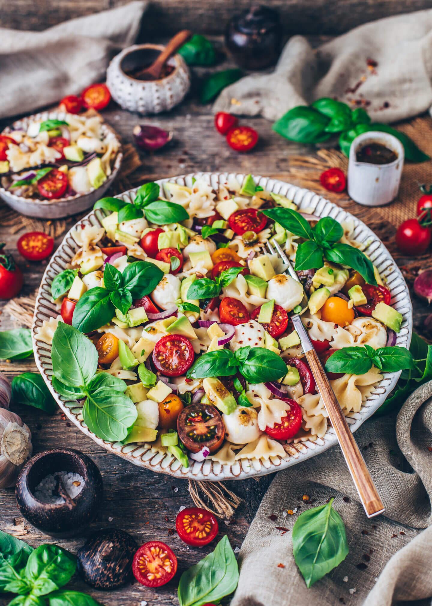 Veganer Nudelsalat Caprese