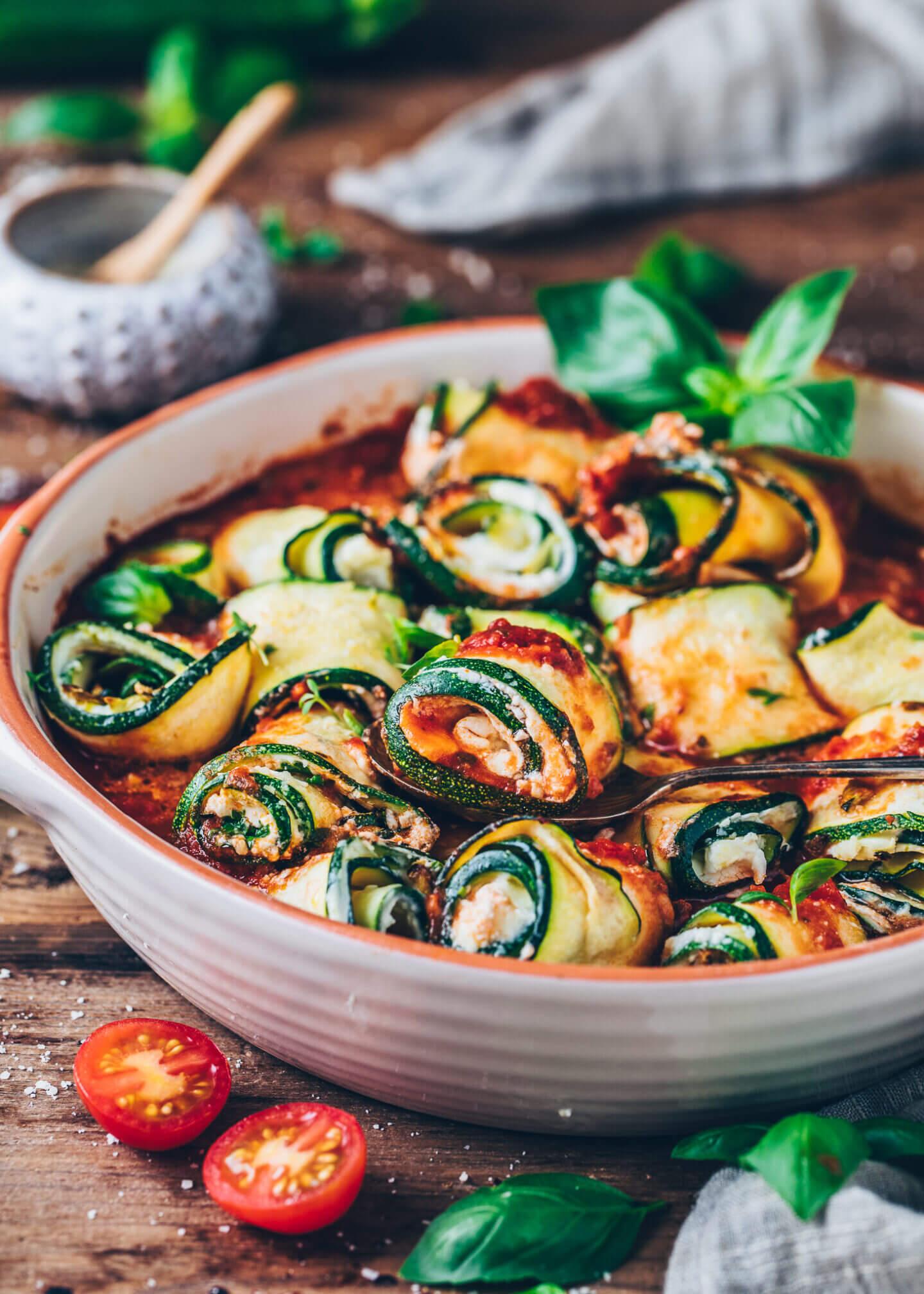 Zucchini Lasagne Röllchen (Involtini, Auflauf mit Tomatensauce)