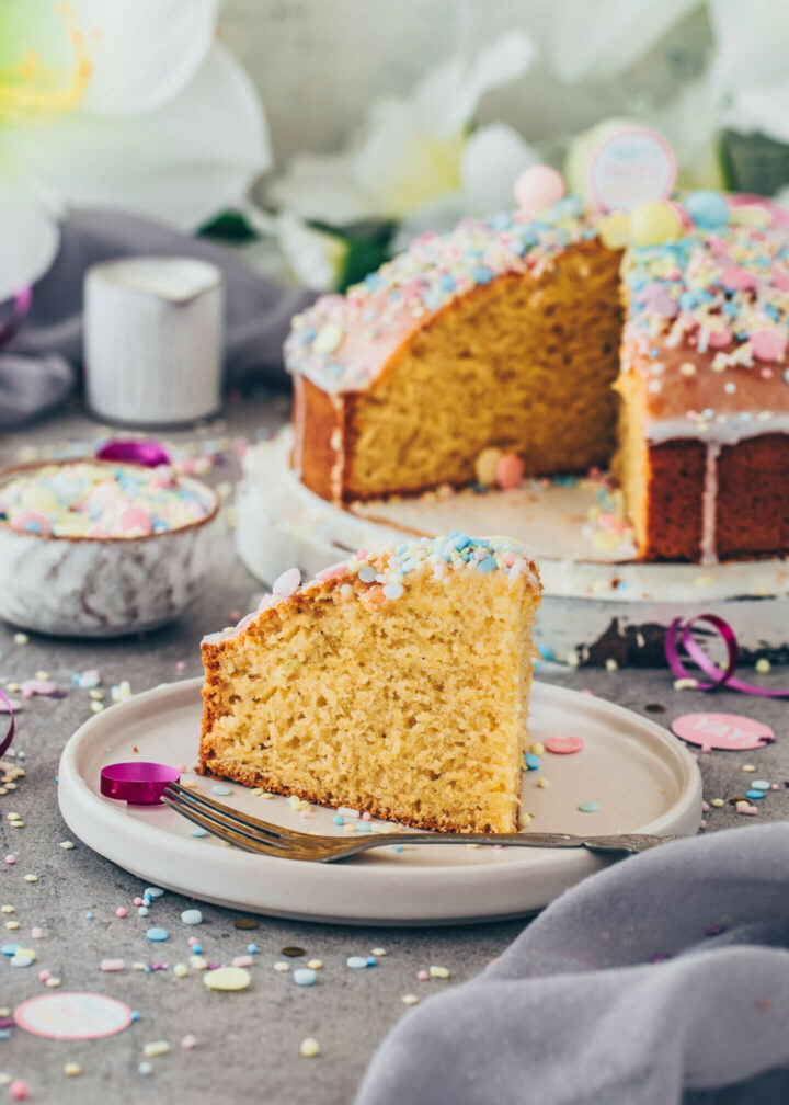 Easy Funfetti Cake with sprinkles