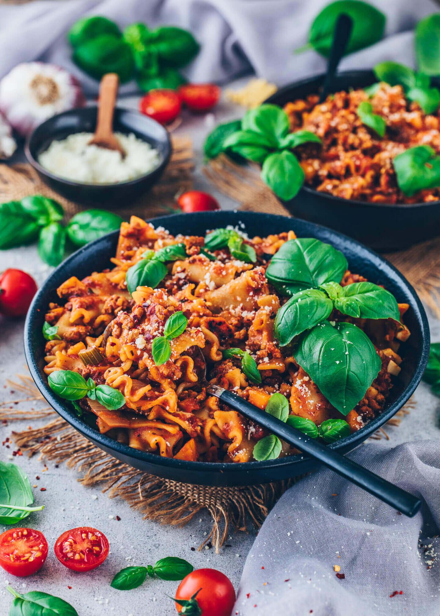 Vegane Lasagne-Suppe mit Basilikum