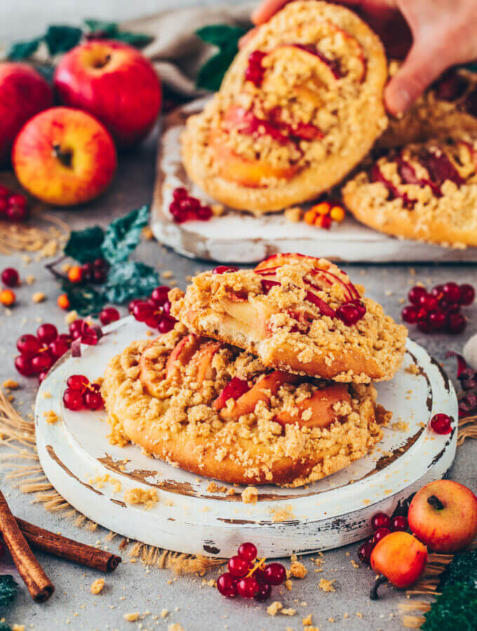 Apple Crumble Pizza with Cinnamon Streusel