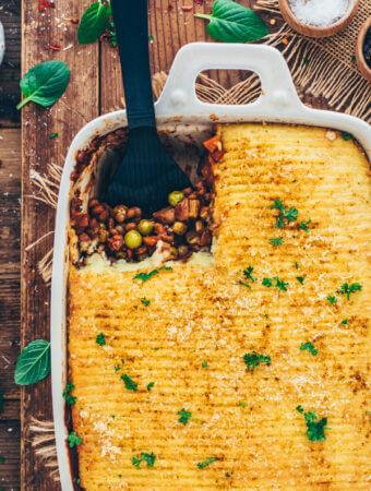 vegan shepherd's pie (lentil casserole with mashed potatoes)
