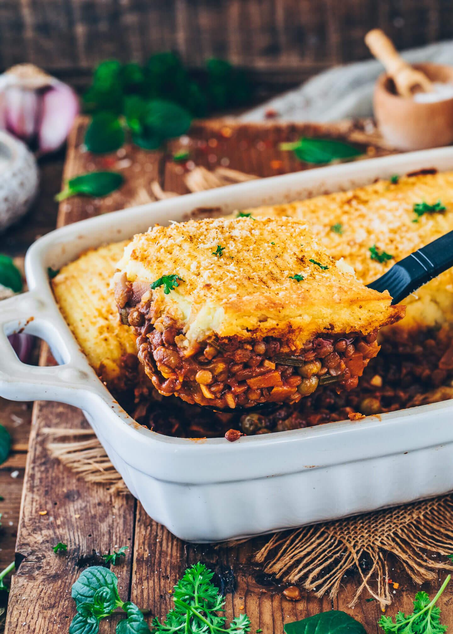Veganer Shepherd's Pie (Auflauf mit Linsen, Pilzen, Gemüse und Kartoffelpüree)