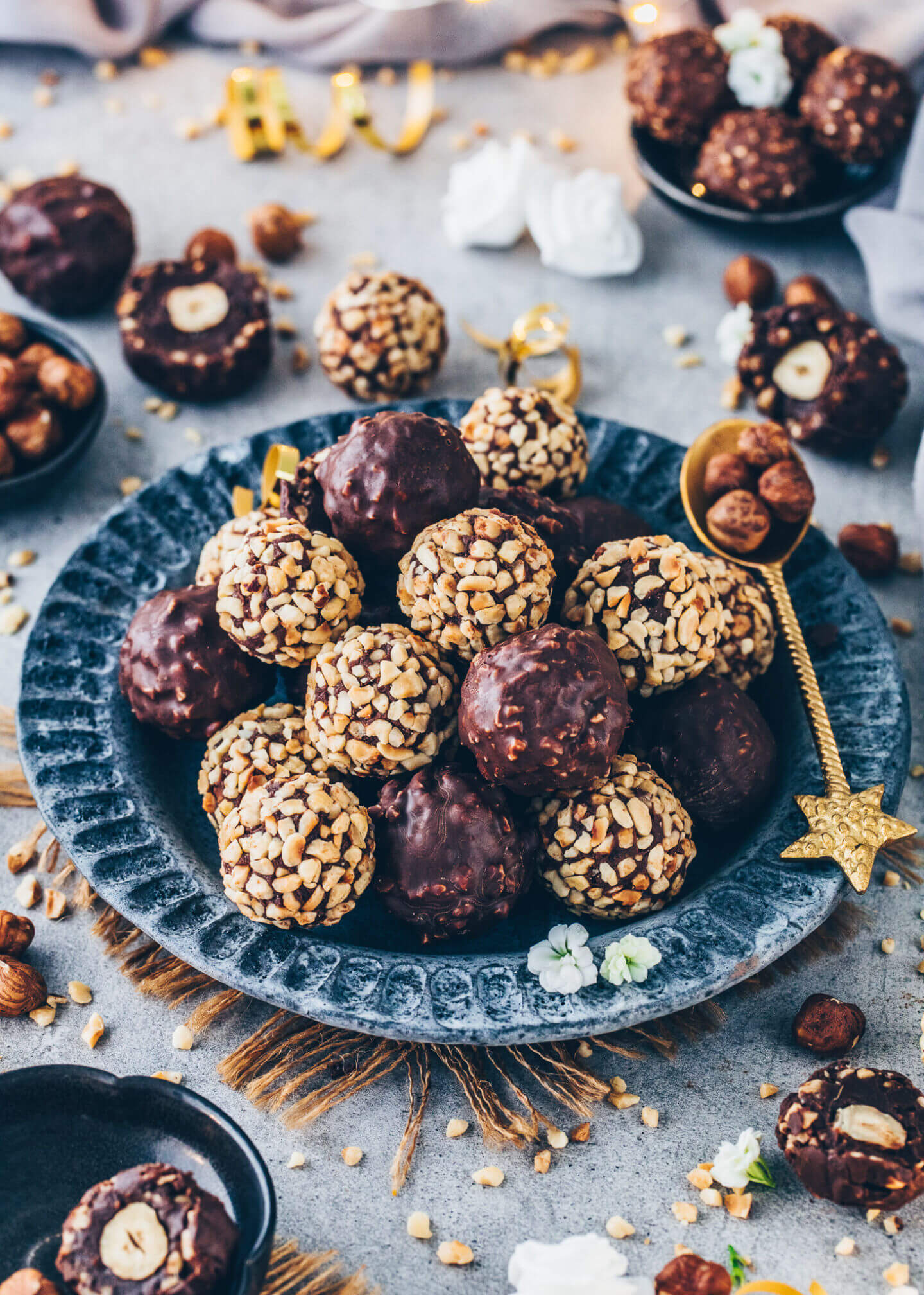 Schoko-Haselnuss-Kugeln, selbstgemachte Schokoladen-Nuss-Pralinen