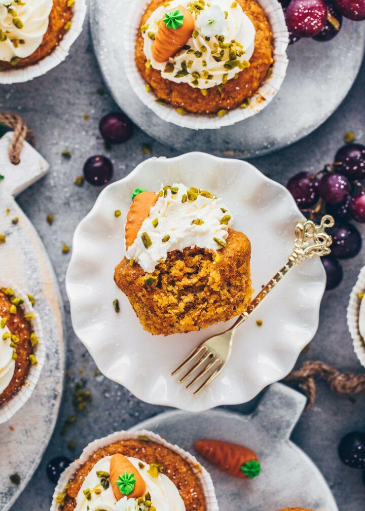 Rübli Muffins (Karottenkuchen Cupcakes mit Frosting)