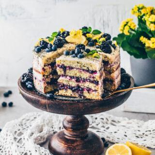 Zitronen-Torte mit Blaubeer-Füllung und Zitronencreme