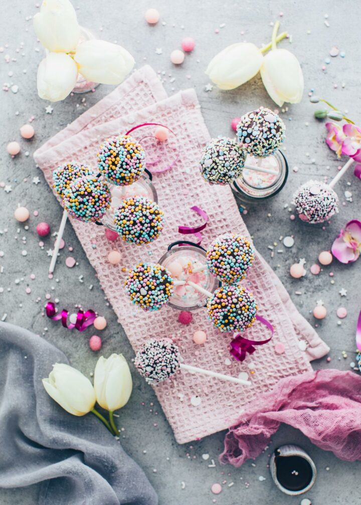 Cake Pops with sprinkles (food styling)