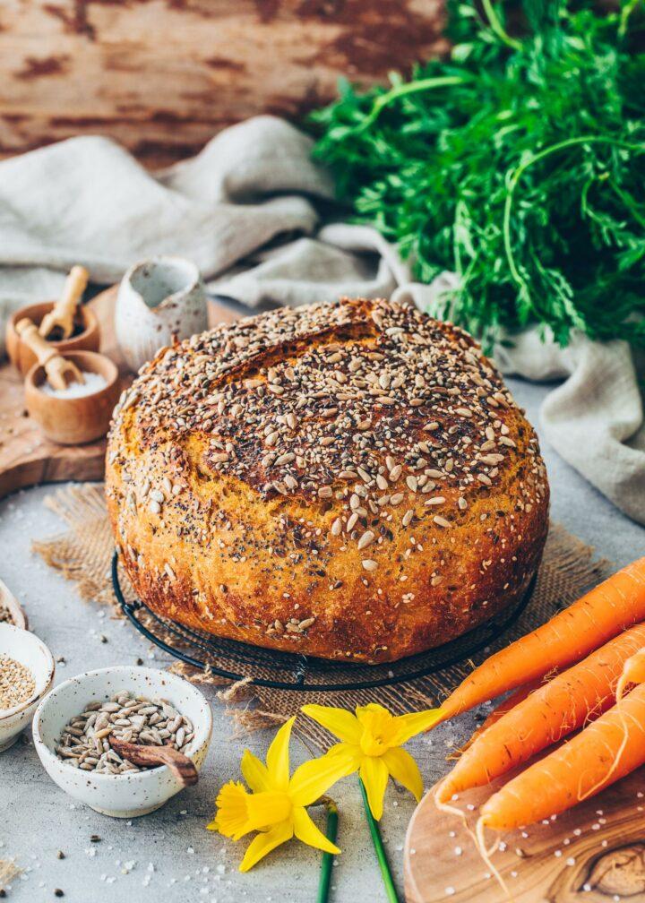 Gesundes Dinkelbrot mit Karotten und Vollkorn