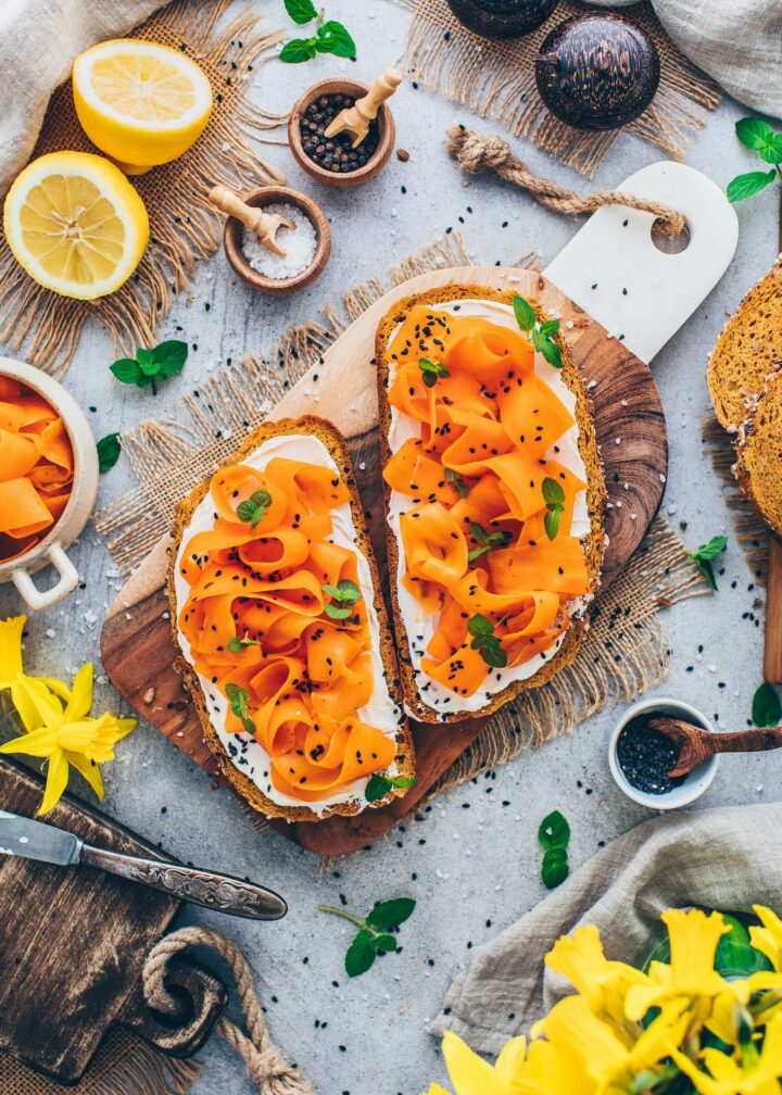 Karottenlachs auf Brot