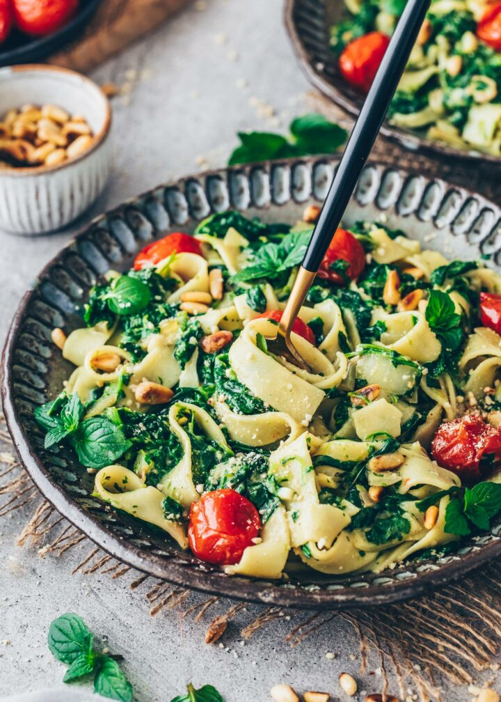 Creamed Spinach Pasta with Fettuccine and Tomatoes