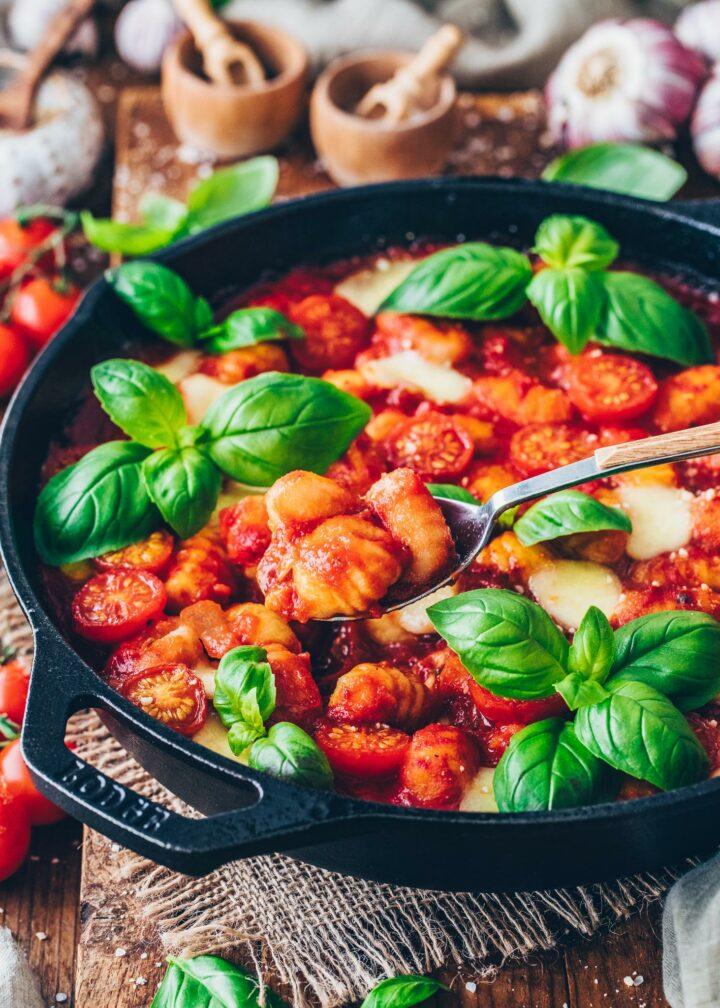 Gnocchi in Tomato sauce with vegan Mozzarella and basil