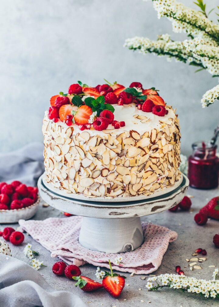 Himbeer-Mandel-Torte mit Sahne-Creme