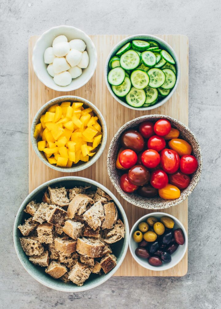 Tomatoes, cucumber, bell pepper, bread, olives, mozzarella (ingredients for bread salad)