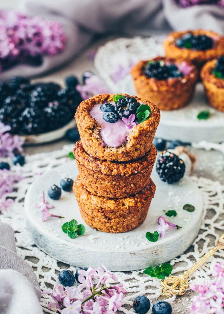 Granola Cups with vegan yogurt, blueberries and blackberries
