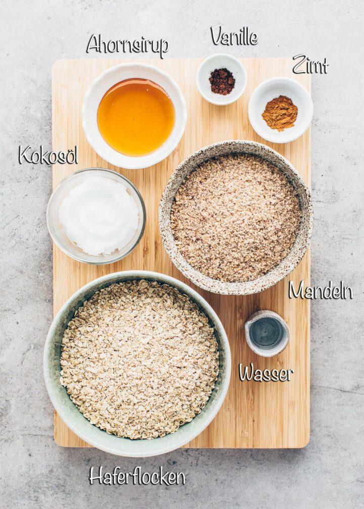 Zutaten für Granola mit Haferflocken und Mandeln