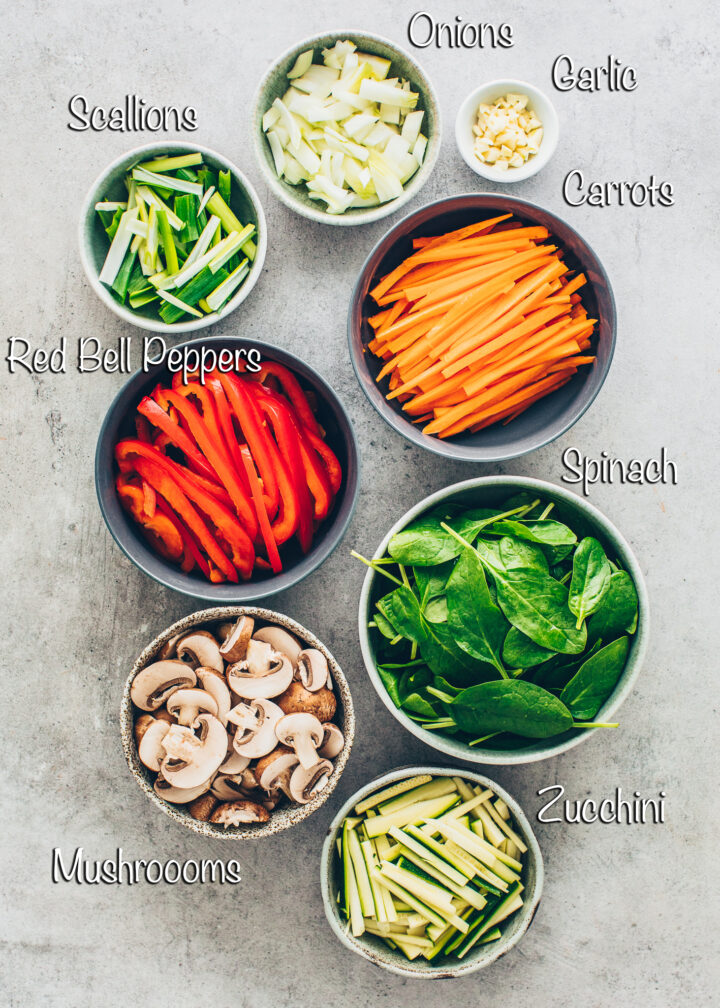red bell peppers, carrots, spinach, mushrooms, zucchini, onions, garlic