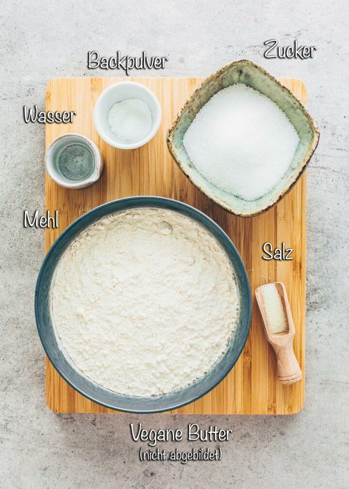 Mürbeteig Zutaten: Mehl, Butter, Zucker, Backpulver, Salz, Wasser