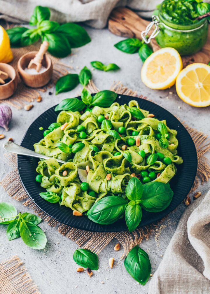 Veganes Basilikum Pesto mit Pasta Rezept