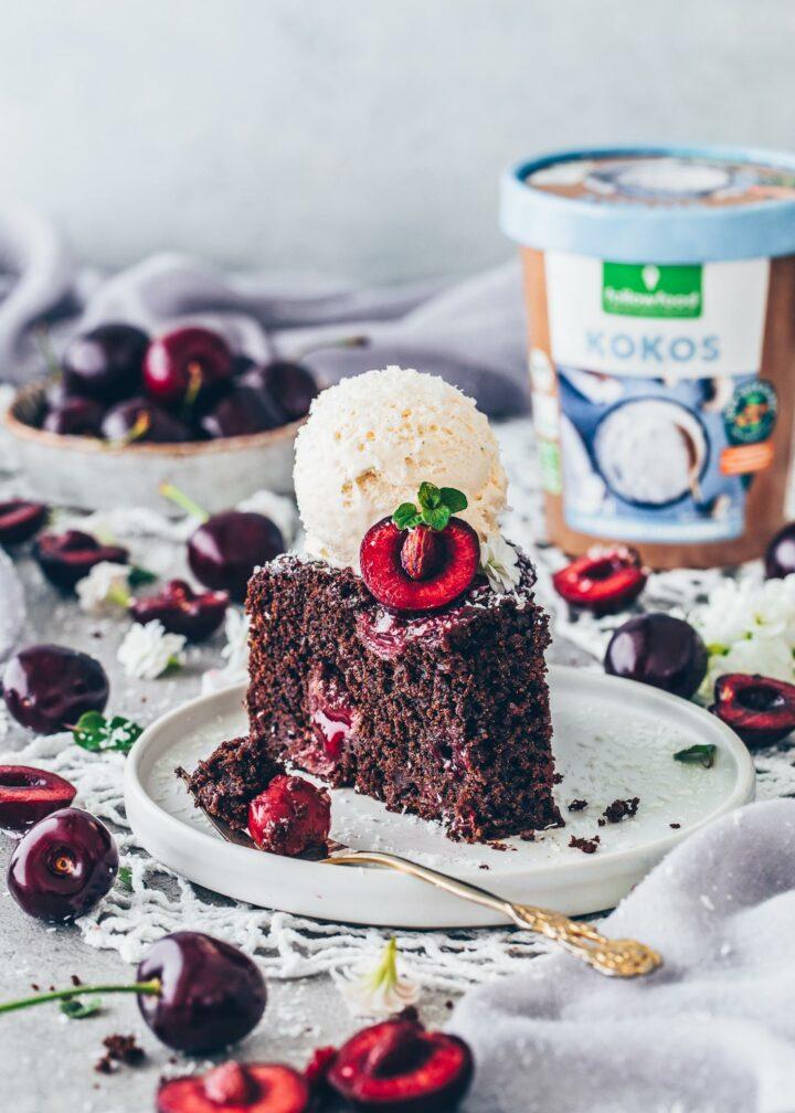 Kirsch Schoko Kuchen mit Eis