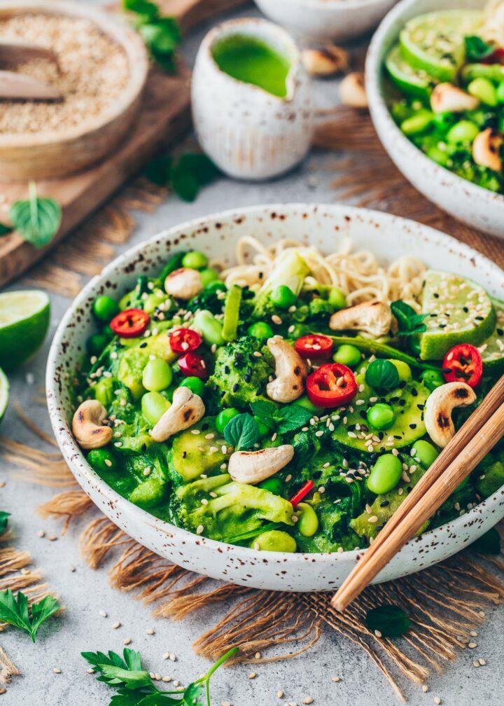 Veganes grünes Curry mit Cashews
