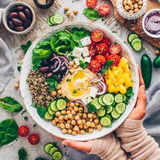 Buddha Bowl mit Quinoa | Mediterrane Art (Vegan)