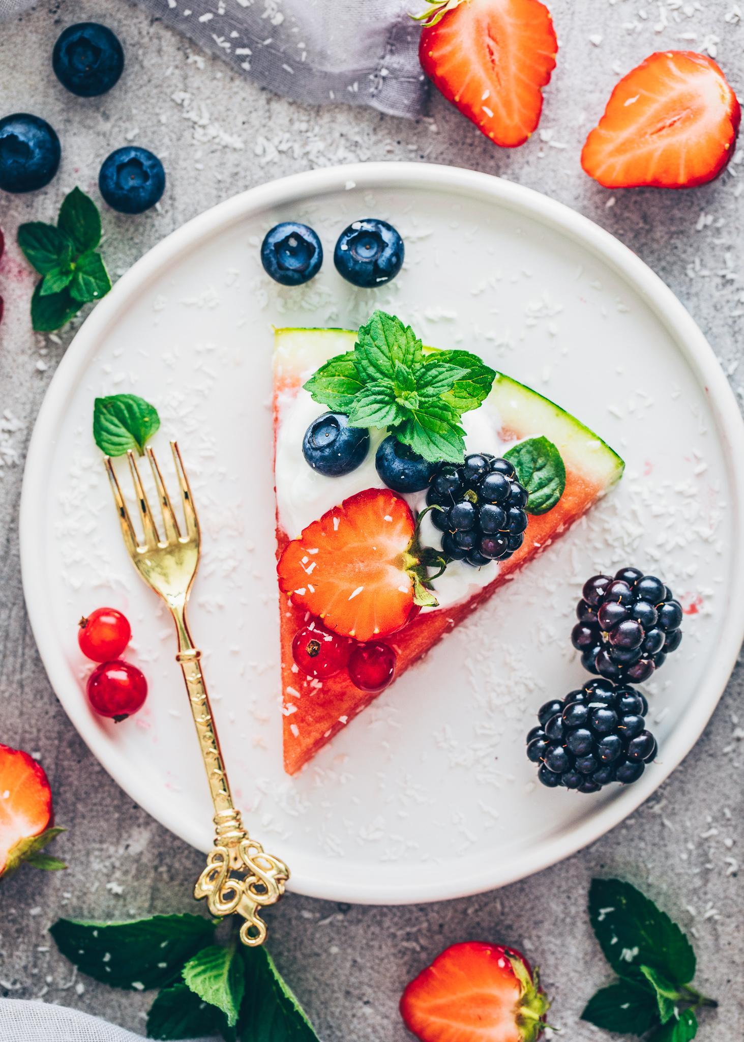 Wassermelonen-Pizza mit Früchten und Beeren (Food Fotografie, Food Styling)