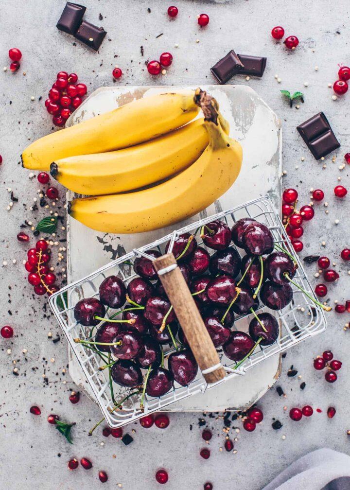 Bananen und Kirschen