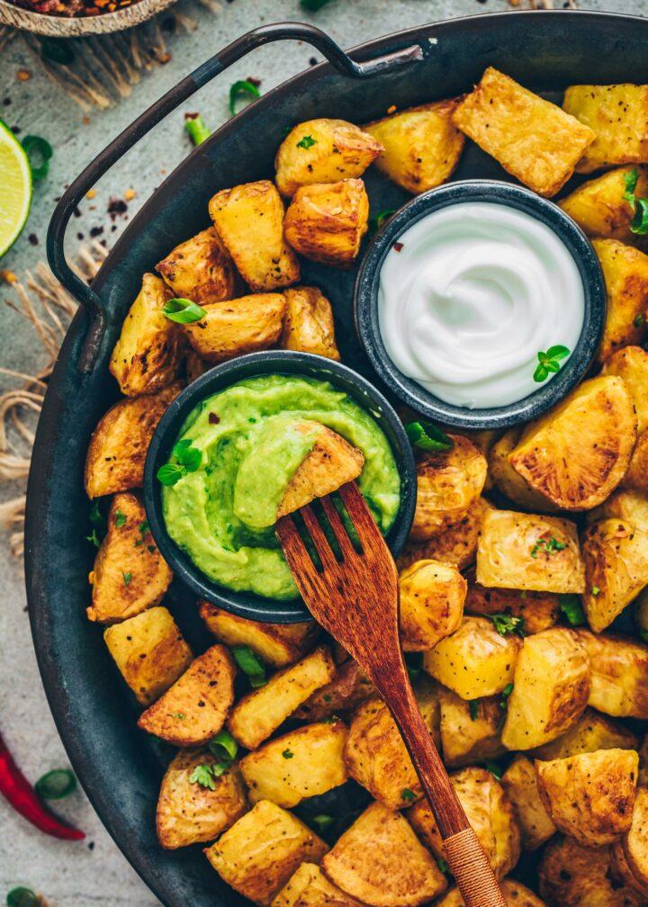Röst-Kartoffeln mit Guacamole und Aioli