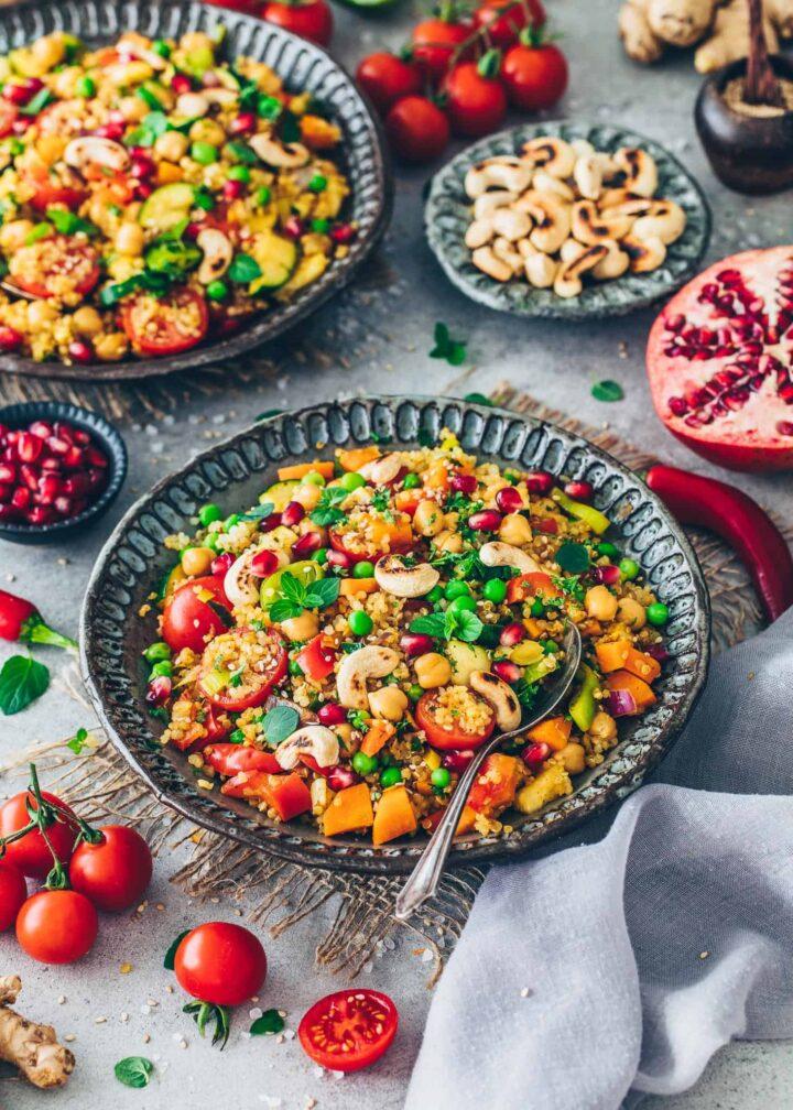 Gemüsepfanne mit Quinoa und Kichererbsen