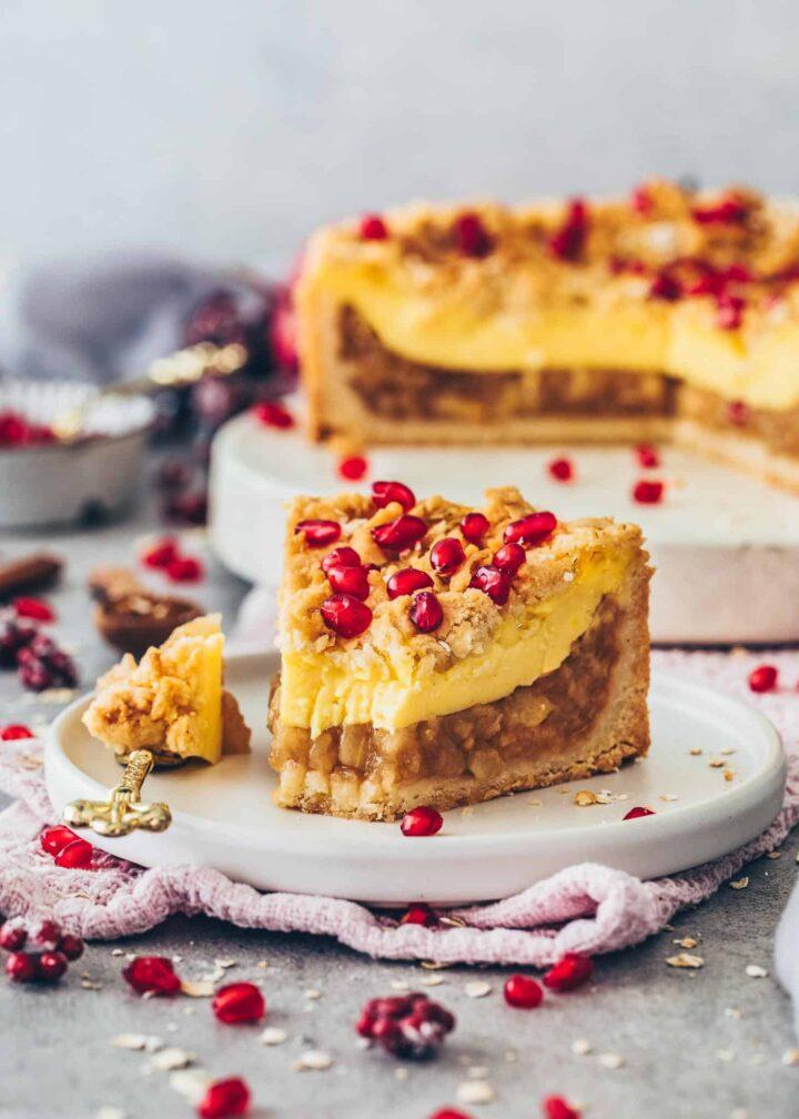 German Apple Cake with Pudding und Cinnamon Streusel