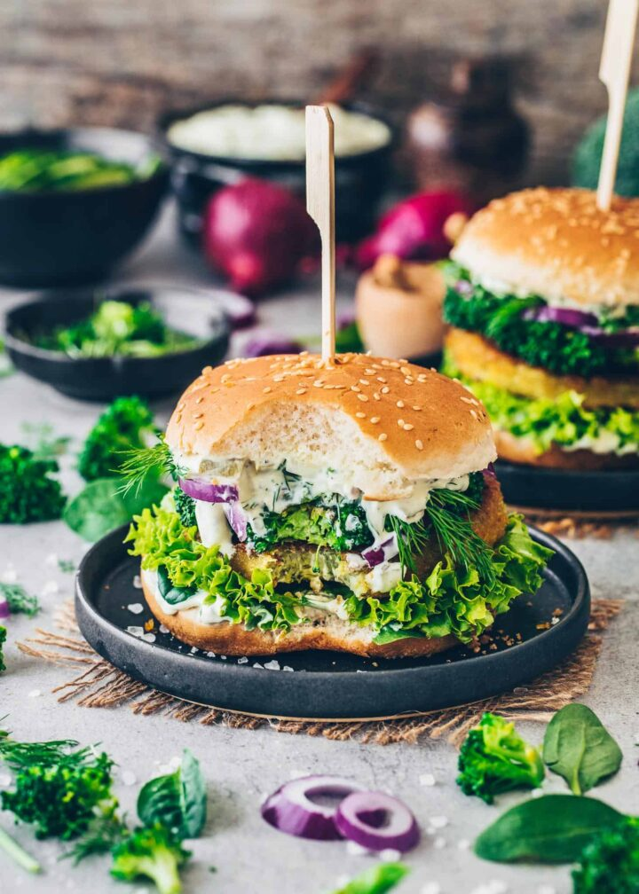 Burger with broccoli patties, lettuce, onion, dill, cress and vegan remoulade sauce